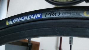 ひび割れタイヤ MICHELIN Pro Race2